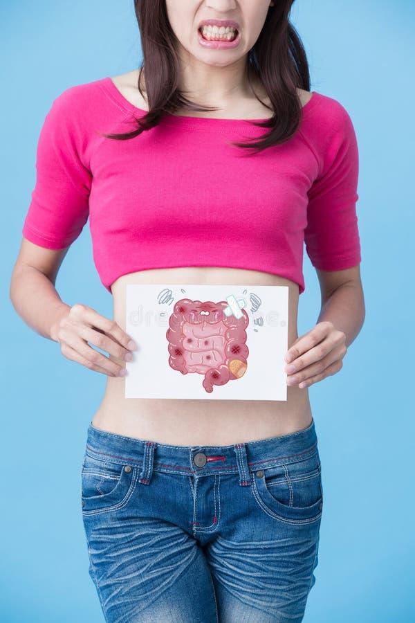 Donna con il concetto malato dell'intestino fotografie stock libere da diritti