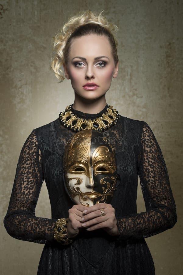 Donna con il costume gotico barrocco immagine stock