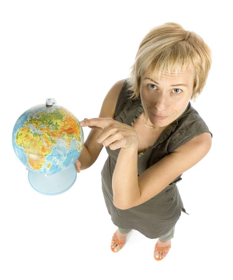 Donna con il globo fotografia stock libera da diritti