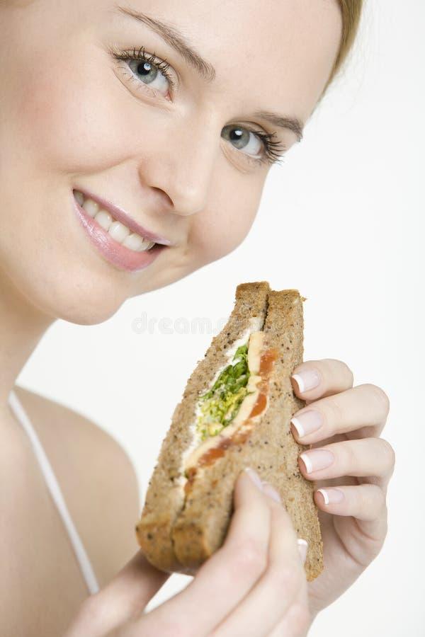 Donna con il panino fotografia stock libera da diritti