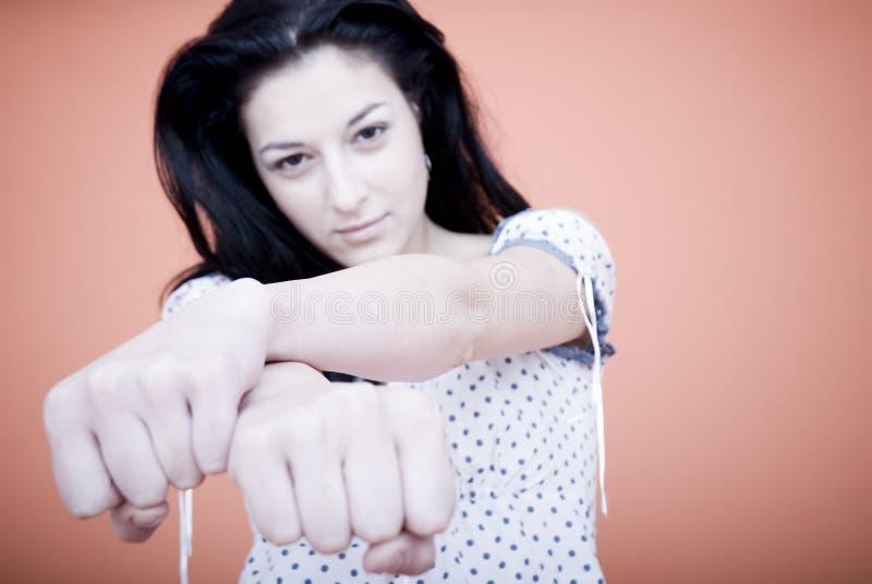 Donna con il pugno serrato fotografie stock libere da diritti