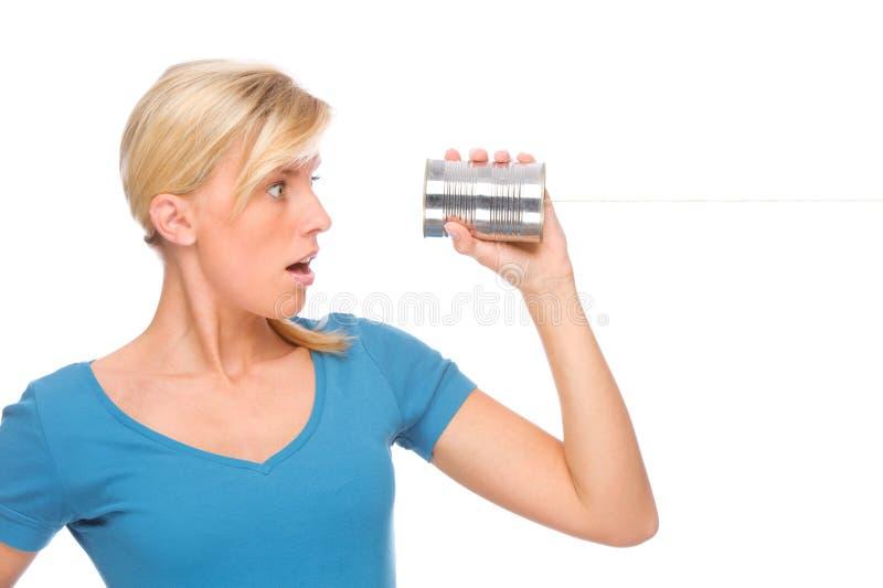 Donna con il telefono dello stagno fotografie stock