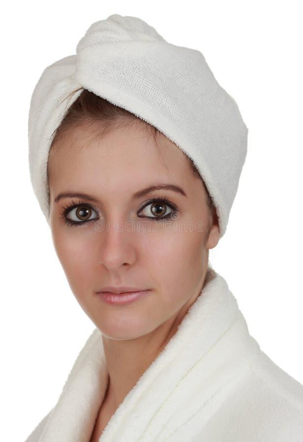 Donna con il tovagliolo dell'involucro dei capelli fotografie stock libere da diritti