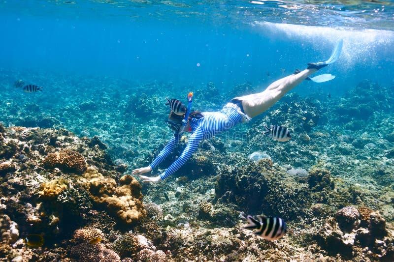 Download Donna Con Immergersi Della Maschera Fotografia Stock - Immagine di naughty, marino: 55350420