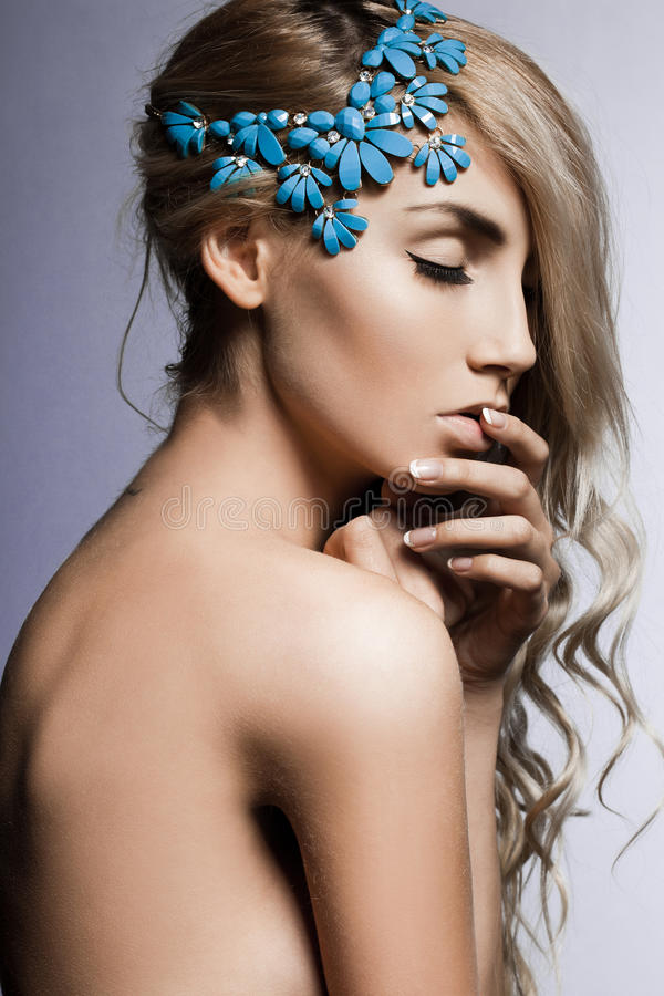 Donna con jewellry fotografia stock