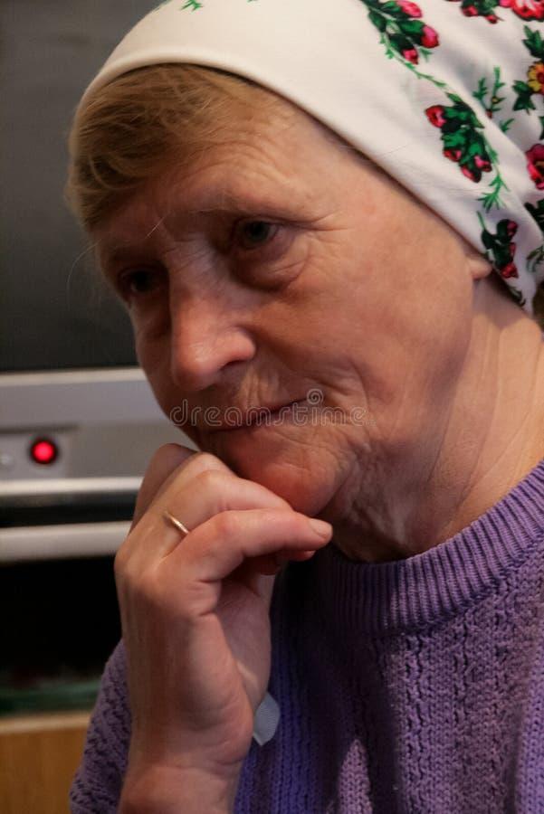 Donna con la bandana fotografie stock libere da diritti