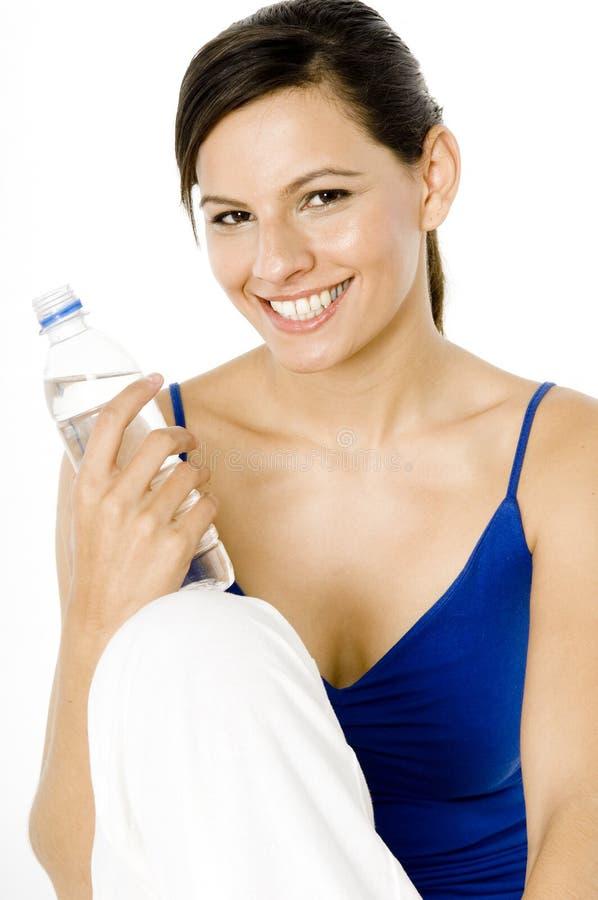 Donna con la bottiglia di acqua fotografia stock libera da diritti