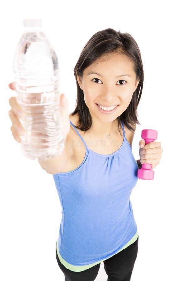 Donna con la bottiglia di acqua immagine stock libera da diritti