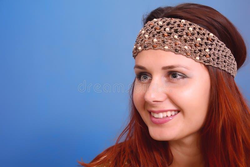 Donna con la decorazione sulla sua testa fotografia stock