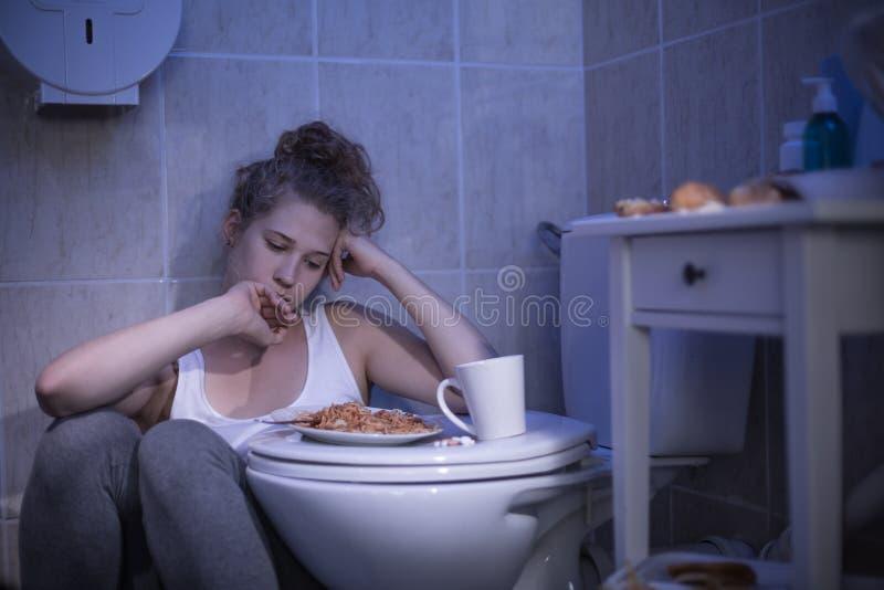 Donna con la fissazione delle calorie fotografie stock libere da diritti
