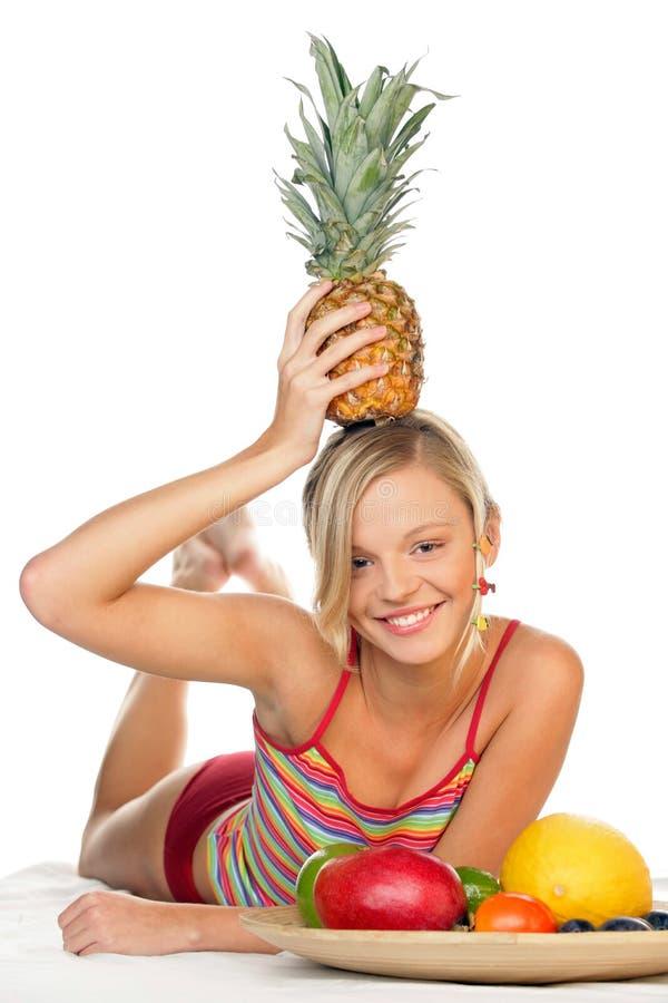 Donna con la frutta fotografie stock libere da diritti