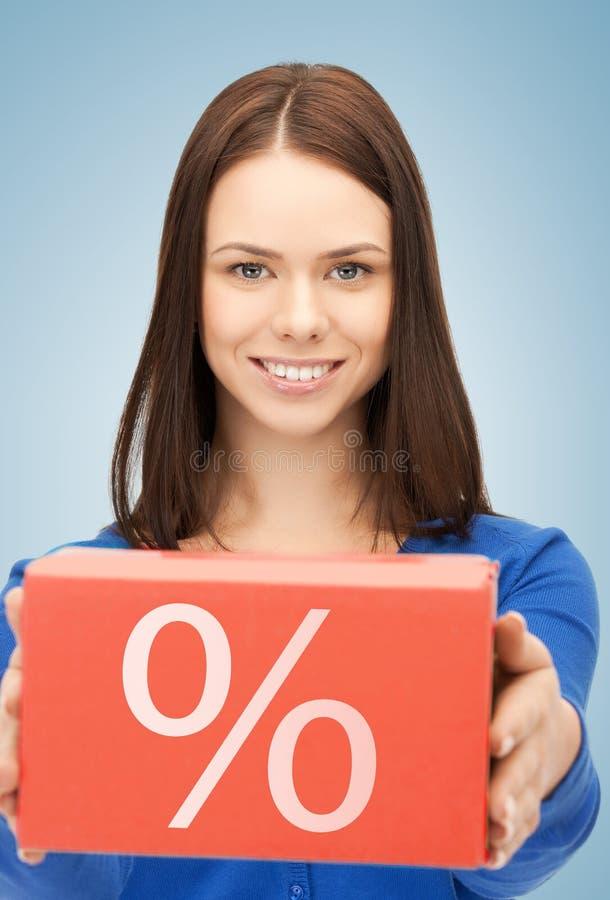 Donna con la grande scatola delle percentuali immagini stock