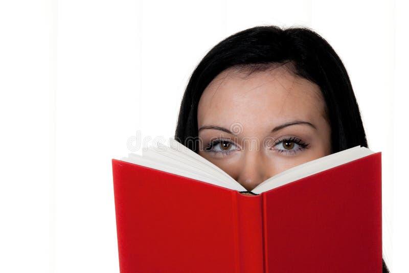 Donna con la lettura del libro fotografia stock