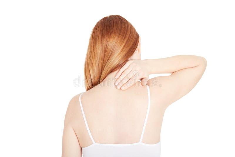 Donna con la mano della tenuta di dolore al collo nell'area dolorosa immagini stock libere da diritti