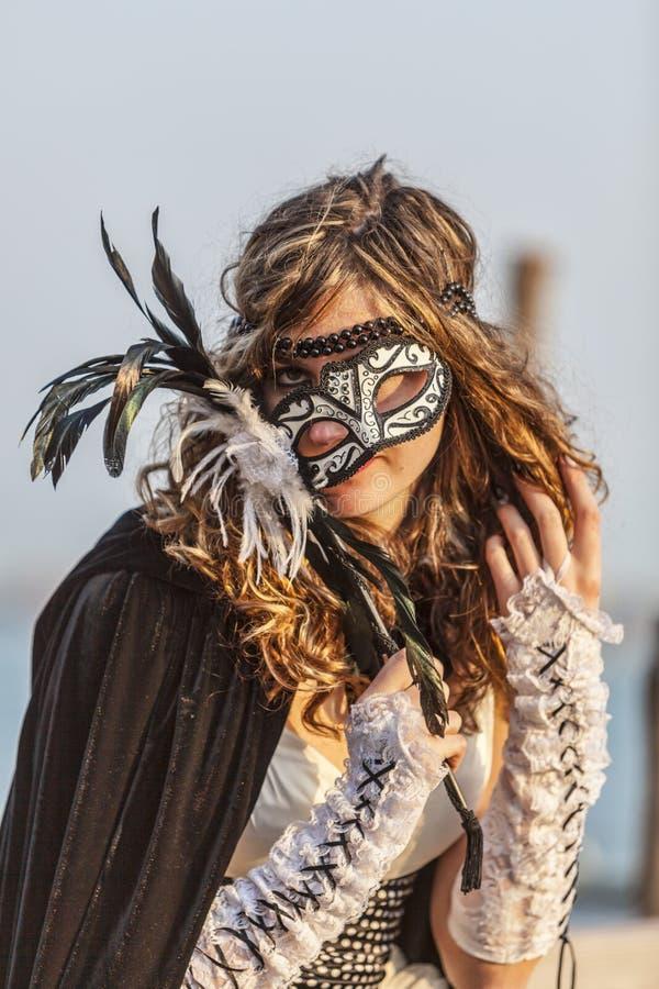 Donna con la maschera di Colombina fotografia stock