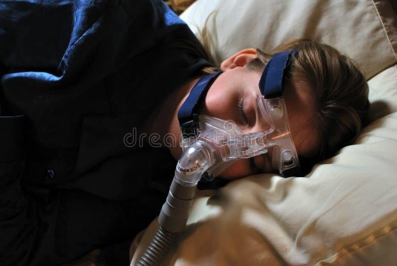 Donna con la mascherina di CPAP fotografie stock libere da diritti