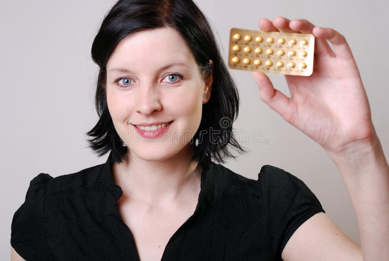 Donna con la pillola immagini stock