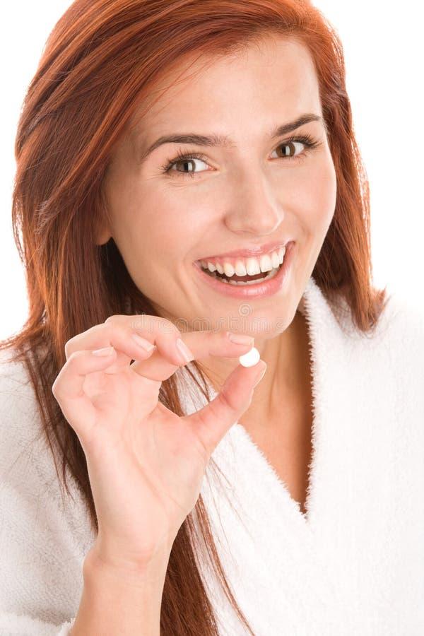 Donna con la pillola fotografia stock libera da diritti