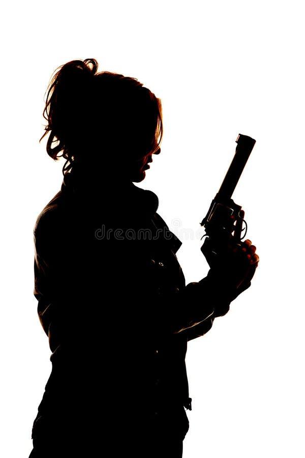 Donna con la pistola sulla siluetta immagini stock