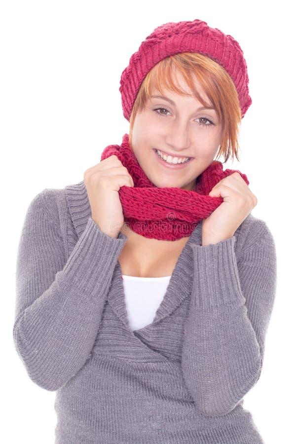 donna con la sciarpa e la protezione un giorno di inverno fotografia stock