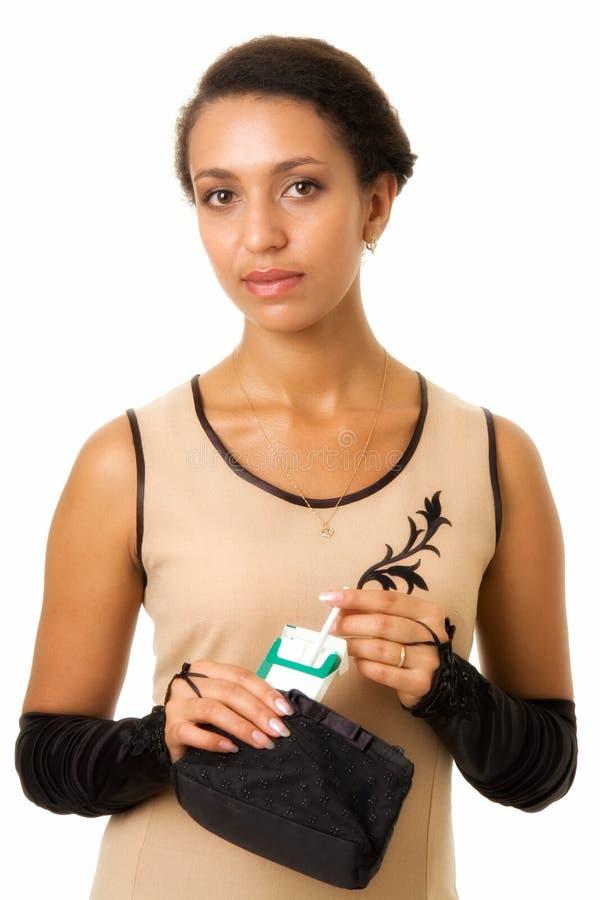 Donna con la sigaretta immagine stock