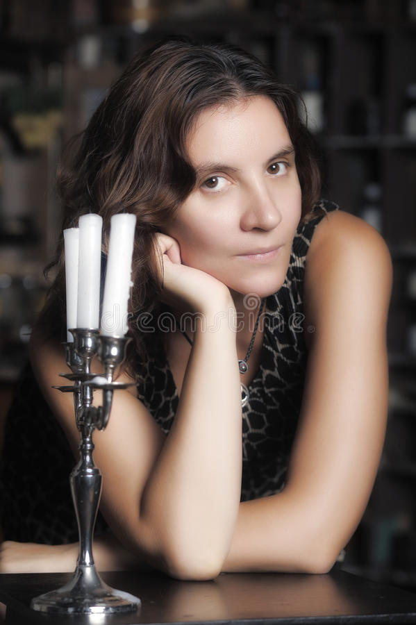 Donna con le candele fotografie stock libere da diritti