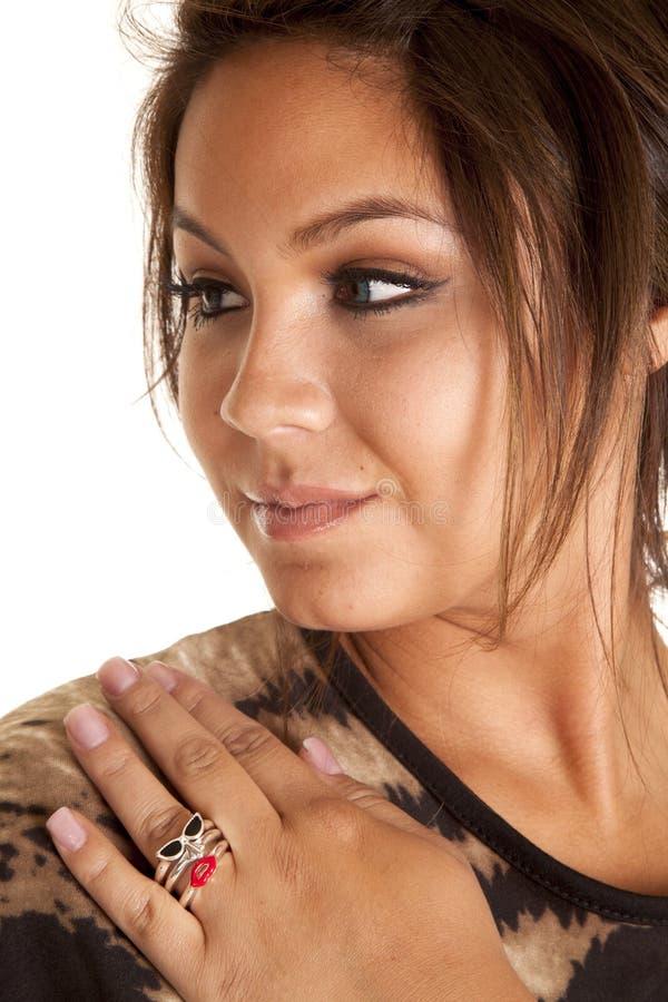 Donna con le dita di anelli fotografia stock