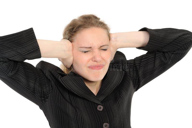Donna con le sue mani che coprono le sue orecchie fotografia stock