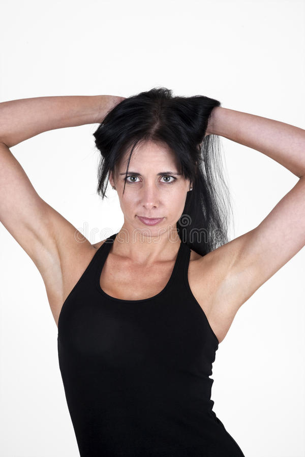 Donna con le sue mani in suoi capelli immagini stock