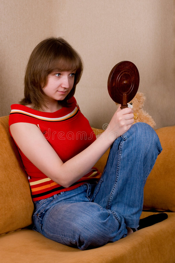 Donna con lo specchio fotografia stock libera da diritti