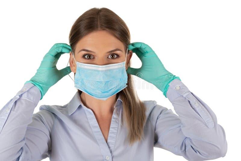 Donna con maschera e guanti in isolamento fotografie stock