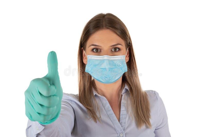Donna con maschera e guanti in isolamento immagini stock libere da diritti