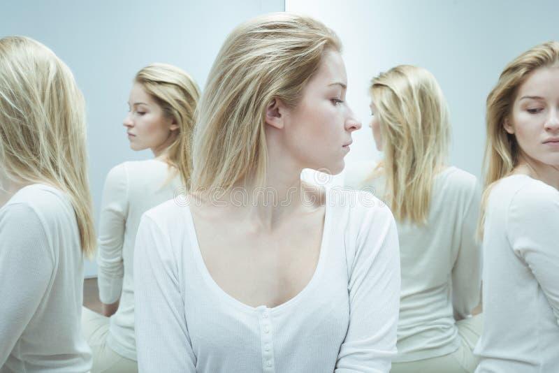 Donna con schizofrenia durante il trattamento fotografia stock