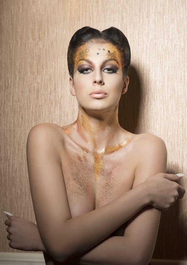 Donna con trucco brillante di lusso fotografie stock libere da diritti