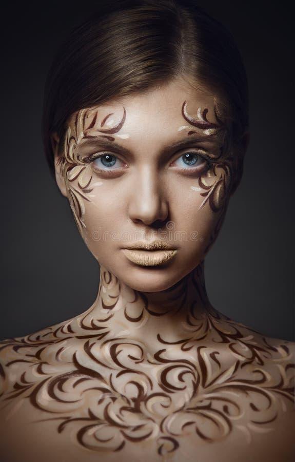 Donna con trucco creativo dell'ornamento immagini stock