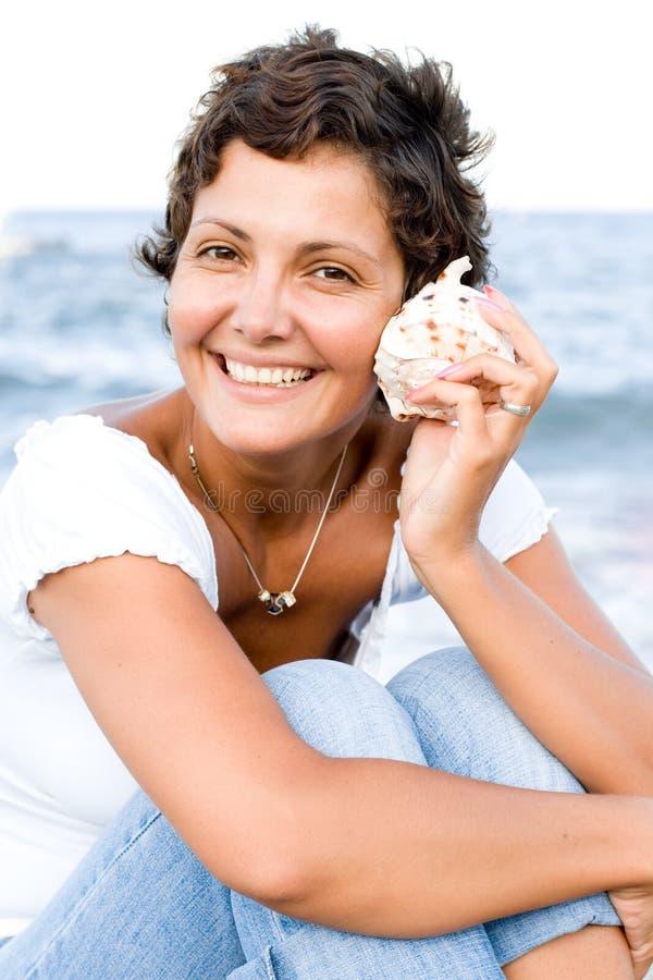 Donna con un cockleshell fotografia stock libera da diritti