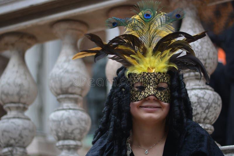Donna con un costume teatrale del XVIII secolo immagine stock libera da diritti