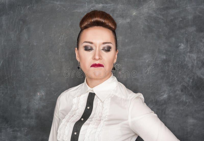 Donna con un'espressione di repulsione fotografia stock