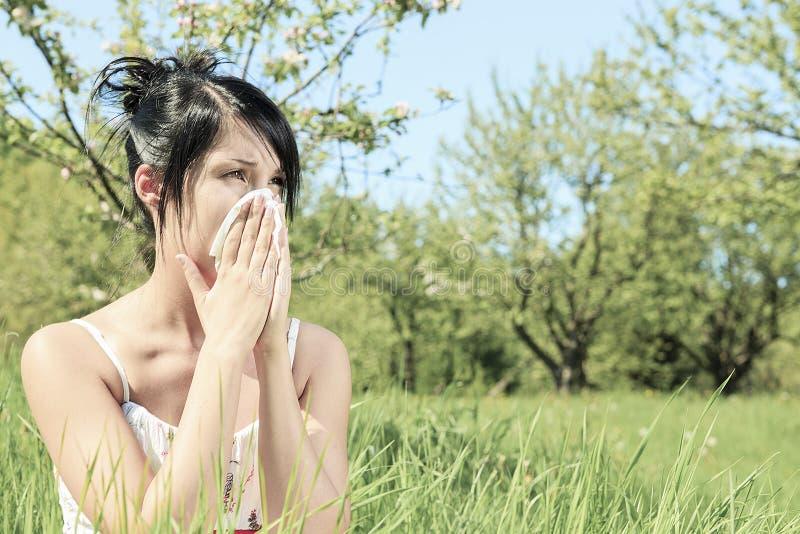 Donna con un'influenza o un'allergia immagini stock