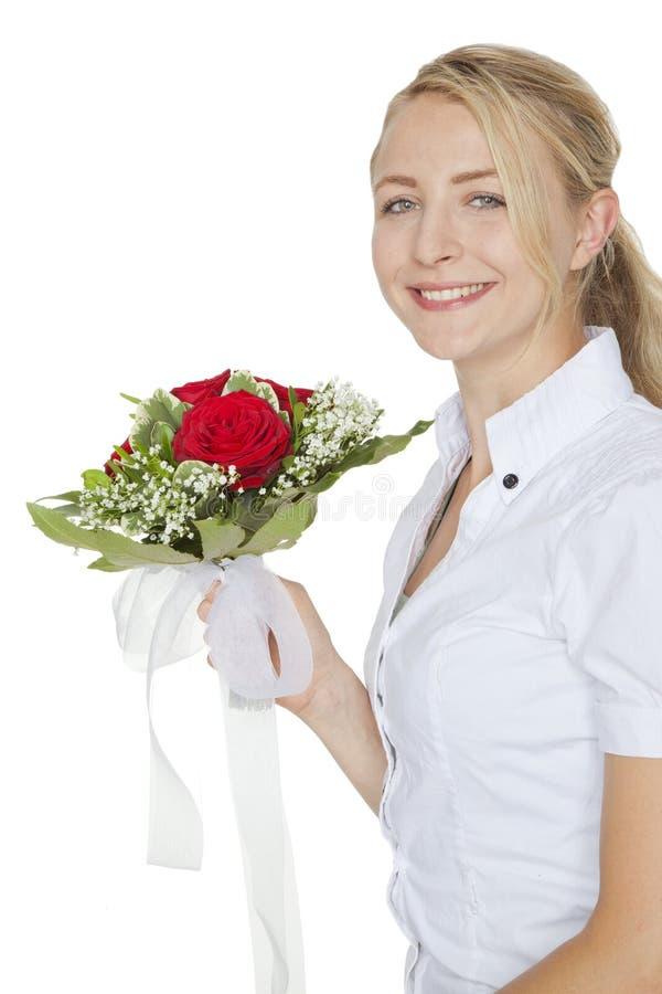 Donna con un mazzo delle rose rosse immagine stock libera da diritti