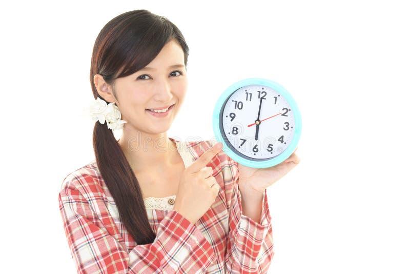 Download Donna con un orologio fotografia stock. Immagine di cura - 56883754