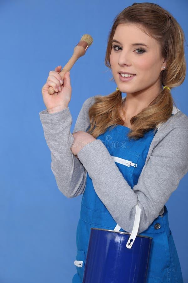 Donna con vernice blu fotografie stock libere da diritti