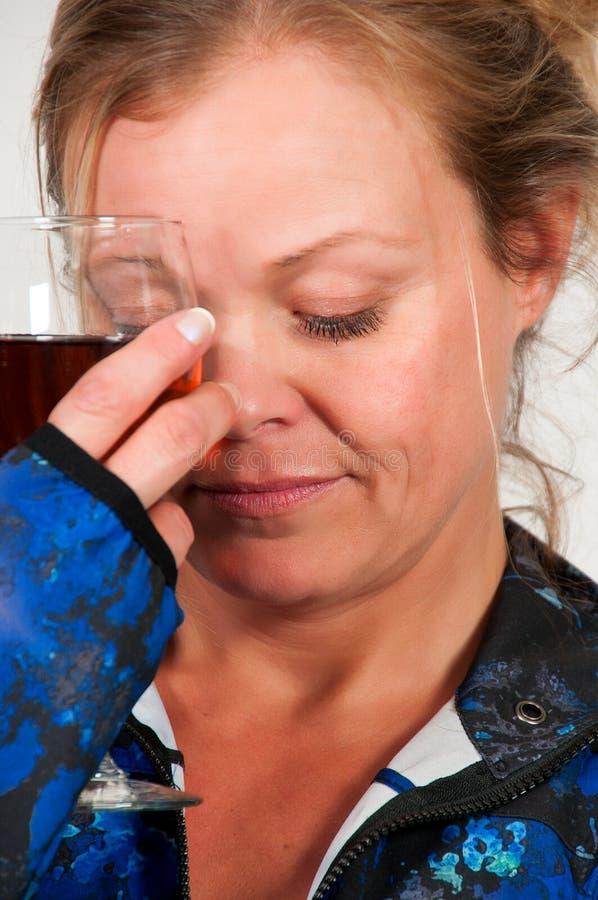 Donna con vino immagini stock libere da diritti