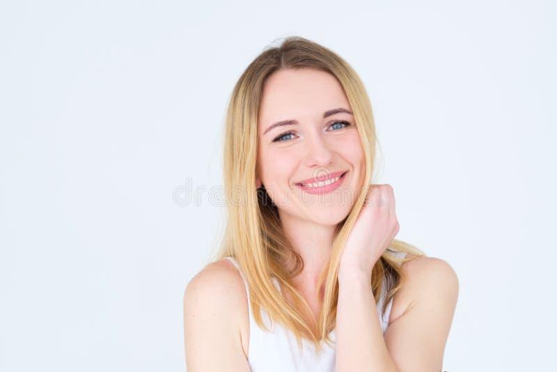Donna contenta sorridente graziosa felice del fronte di emozione immagine stock