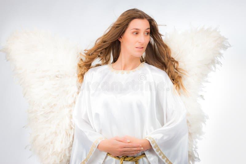 Donna in costume di angelo fotografia stock libera da diritti