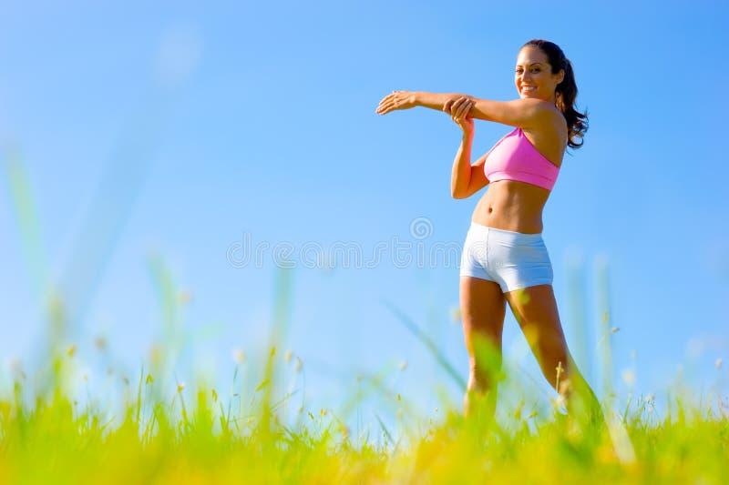 donna d'esercitazione atletica fotografie stock
