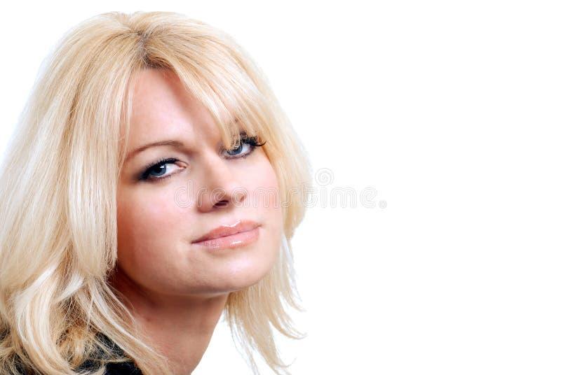 Donna dai capelli bionda con gli occhi azzurri isolati immagine stock