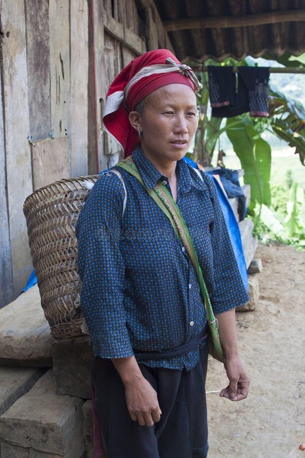 Donna dalla minoranza etnica rossa di Dzao fotografie stock libere da diritti