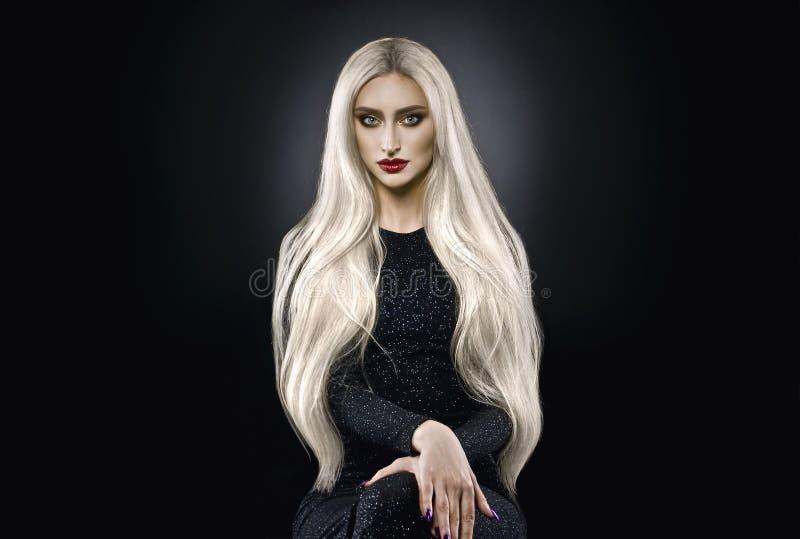 Donna dei capelli biondi del platino fotografia stock