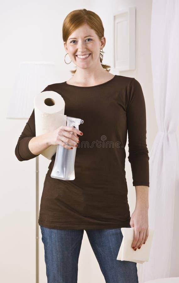 donna dei rifornimenti di pulizia fotografie stock